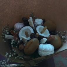 Букет із фруктів та зефіру
